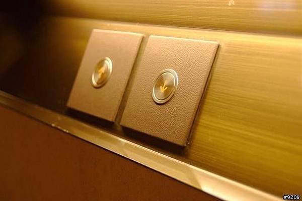 很有質感的電梯按鈕