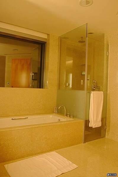 11.5坪大的房間,浴室就佔了1/3大