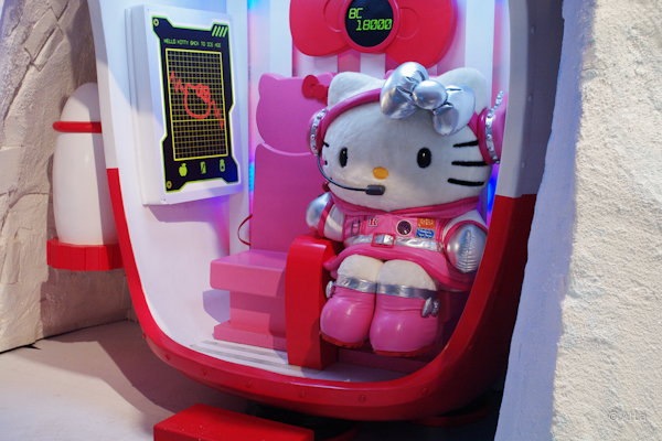 HELLO KITTY BACK TO ICE AGE