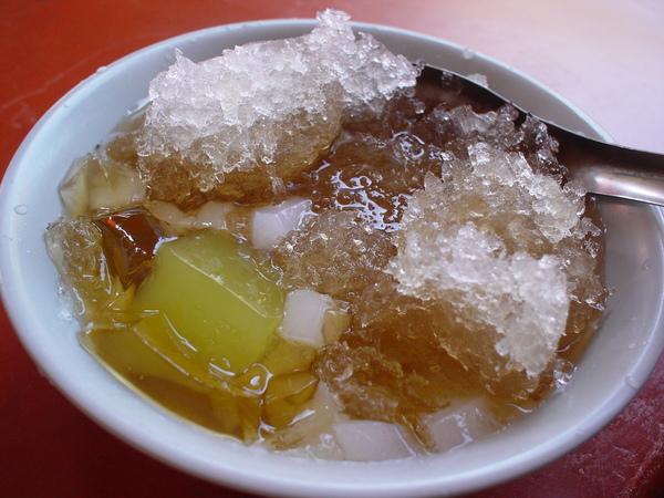 鹿港第一市場的$25粉粿冰(我們還加了愛玉和杏仁)