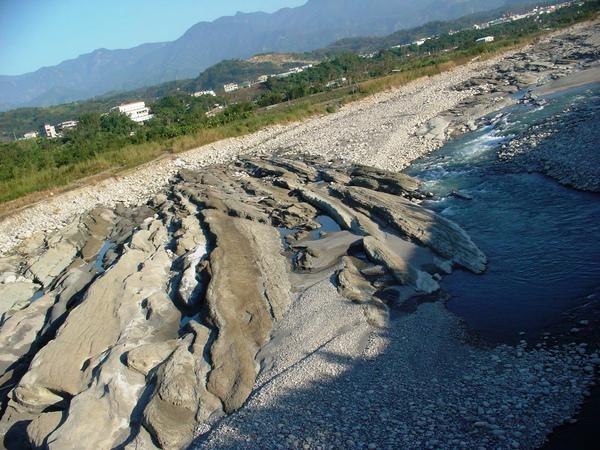 很有峽谷風情的石岡河床