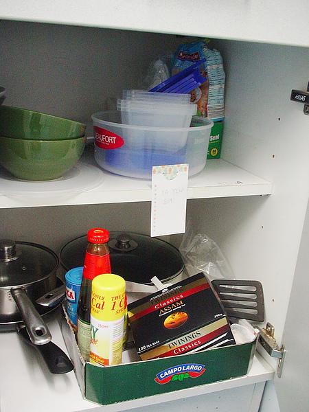 餐具(碗、不沾平底鍋、平底鍋鏟、盤子、塑膠容器、刀叉等)全部10磅(售出)