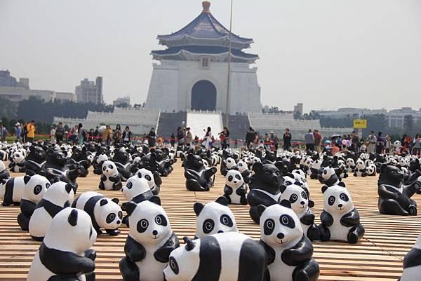 1600隻紙熊貓中正紀念堂與大家見面 063 (1024x683).jpg