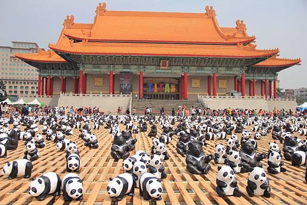 1600隻紙熊貓中正紀念堂與大家見面 074 (1024x683).jpg
