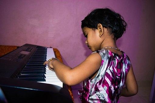 cute-girl-playing-piano-1628763__340.jpg