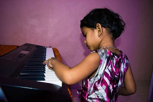 cute-girl-playing-piano-1628763__340.jpg