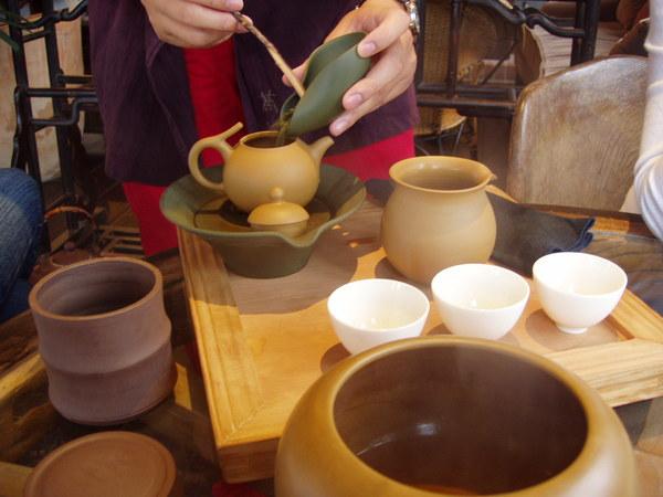 茶葉放茶壺的1/4量