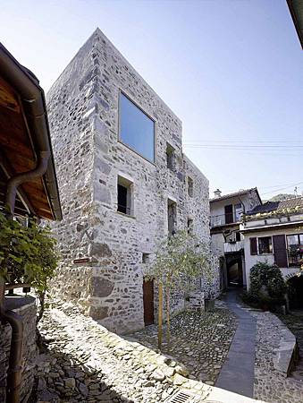 543dd585c07a80762d00024a_stone-house-transformation-in-scaiano-wespi-de-meuron-romeo-architects_1430_cf029706-752x1000