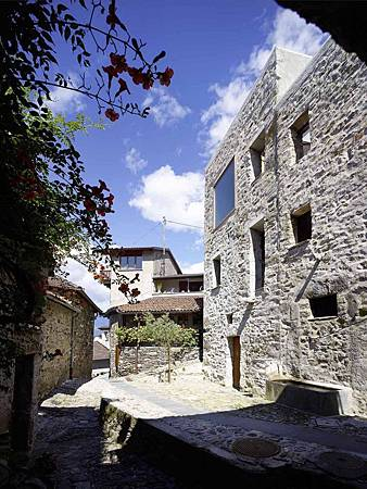 543dd5cac07a80762d00024d_stone-house-transformation-in-scaiano-wespi-de-meuron-romeo-architects_1430_cf030264_r-749x1000