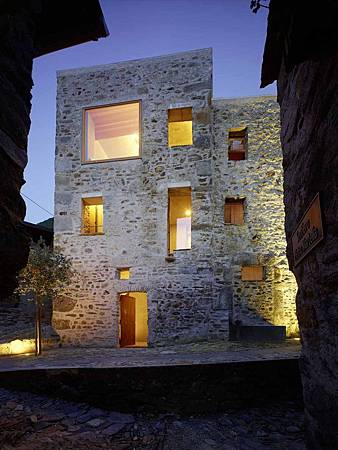 543dd622c07a80762d000251_stone-house-transformation-in-scaiano-wespi-de-meuron-romeo-architects_1430_cf031101r-749x1000