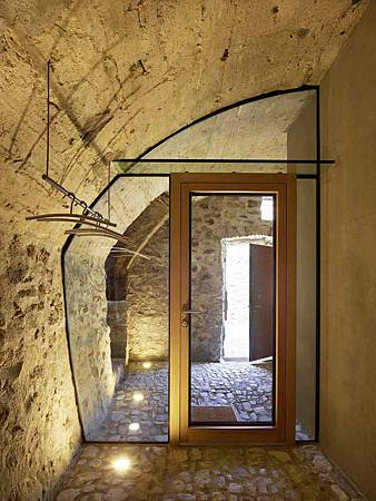 543dd627c07a802a6900025a_stone-house-transformation-in-scaiano-wespi-de-meuron-romeo-architects_1430_cf031135-749x1000