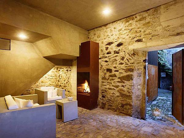 543dd609c07a802a69000259_stone-house-transformation-in-scaiano-wespi-de-meuron-romeo-architects_1430_cf030986-1000x749