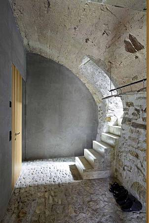 543dd679c07a80762d000254_stone-house-transformation-in-scaiano-wespi-de-meuron-romeo-architects_1430_cf031653-669x1000