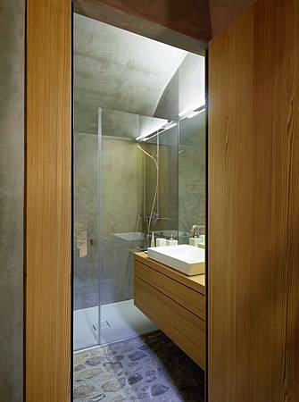 543dd63fc07a80762d000252_stone-house-transformation-in-scaiano-wespi-de-meuron-romeo-architects_1430_cf031162-744x1000