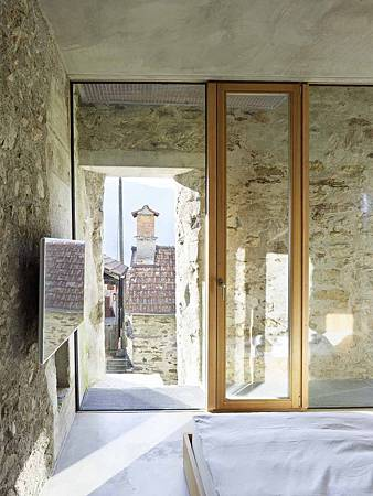 543dd5f0c07a802a69000258_stone-house-transformation-in-scaiano-wespi-de-meuron-romeo-architects_1430_cf030772-749x1000