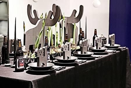 黑瓷- 回�童心的��餐桌 by Jakob Kühnel_3