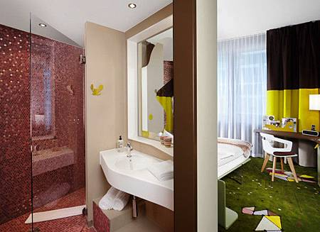 25-Hours-Hotel-Zurich-10-room-bathroom-600x436