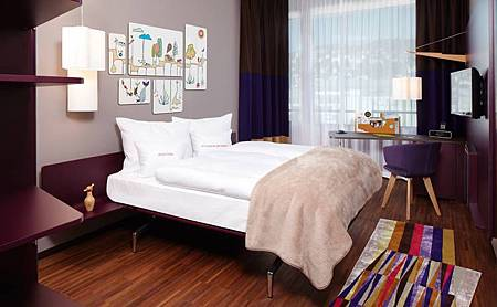 251_8_25hours_Hotel_Zuerich_West-Goldzimmer-1