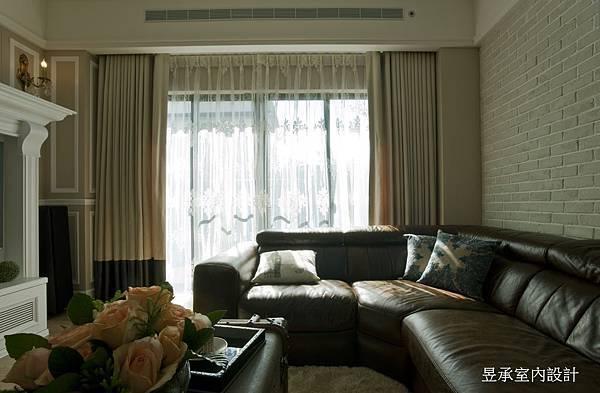 青山鎮李公館-電視牆印第安黃延伸至窗簾