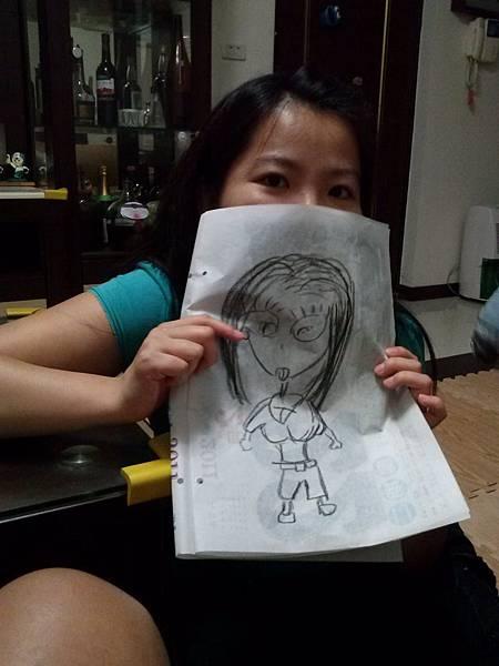 爸爸拿筆畫老娃娃