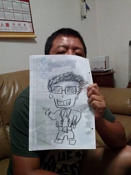 爸爸拿筆畫自己