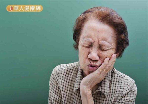 舌破好不了險變舌癌 原來是假牙惹禍