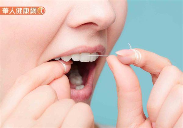 常剔牙恐讓牙縫變大?牙線、牙線棒、牙籤用錯大NG2