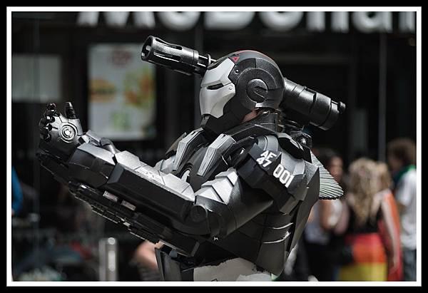 gay_festival_metal_lesbian_march_robot_nikon_war-400105.jpg!d.jpg