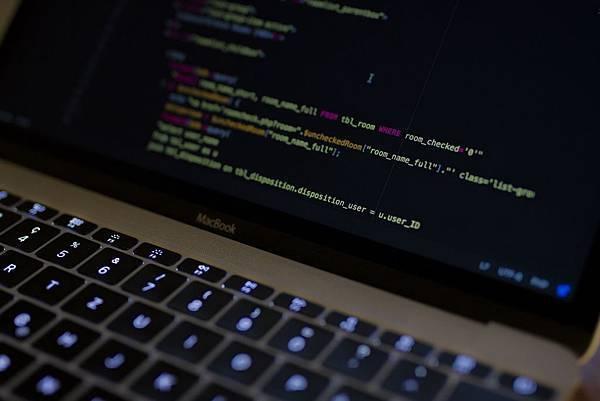想要讓自己的網站讓人耳目一新?絕不能錯過HTML5教學!