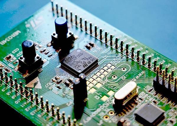 AI竟然能在這麼短時間設計出IC晶片,到底怎麼做到的?