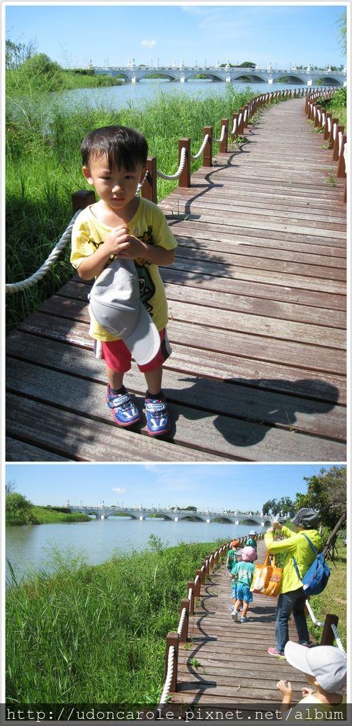 走在公園的步道