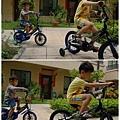 哥哥弟弟騎腳踏車