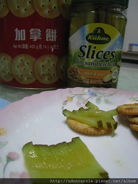 小黃瓜配加拿餅