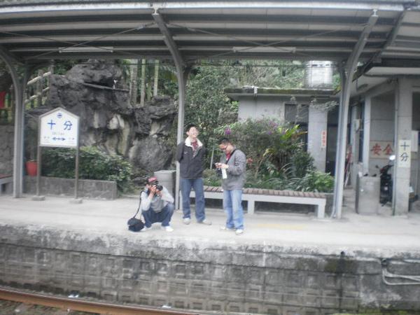 等火車的人.JPG