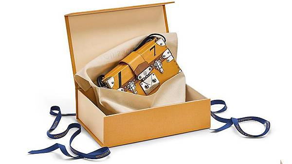louis-vuitton-Louis_Vuitton_704_New_Packaging_3_DI3.jpg
