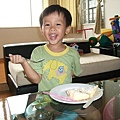 棠吃蛋糕1.JPG