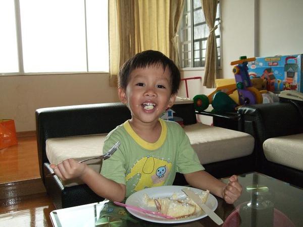 棠吃蛋糕3.JPG