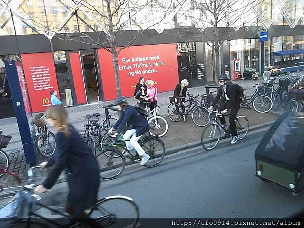 騎自行車的上班族2