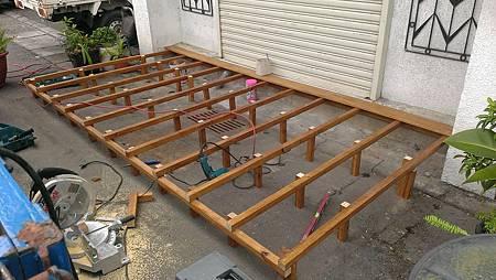 1020720華航松山機場員工餐廳木作平台-施工中2