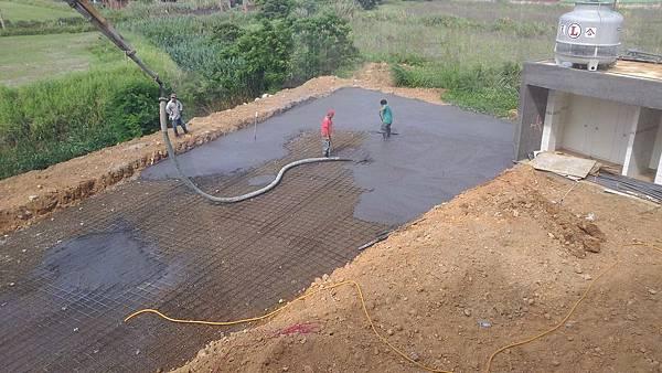 1030805桃園新屋3號咖啡館-植草磚綠化工程-施工中9.jpg