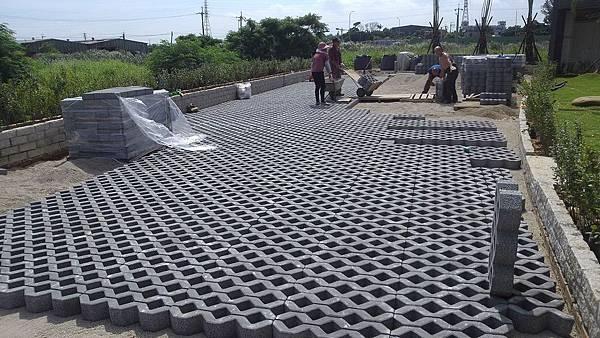 1030805桃園新屋3號咖啡館-植草磚綠化工程-施工中13.jpg