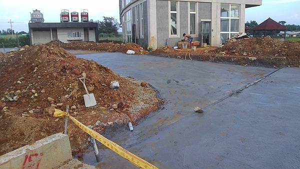 1030805桃園新屋3號咖啡館-植草磚綠化工程-施工中11.jpg