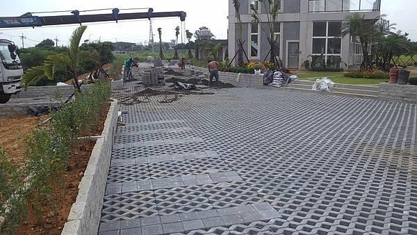 1030805桃園新屋3號咖啡館-植草磚綠化工程-施工中15.jpg