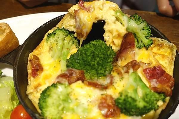 初芽Sprout‧綠怪獸三明治、班尼迪克蛋、義大利鐵鍋烘蛋到甜點都不出錯的天母優質早午餐推薦!!!!-雪花新聞
