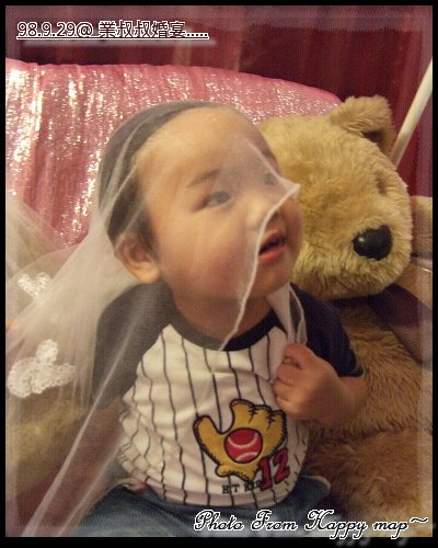 玩起新娘熊的頭沙了..