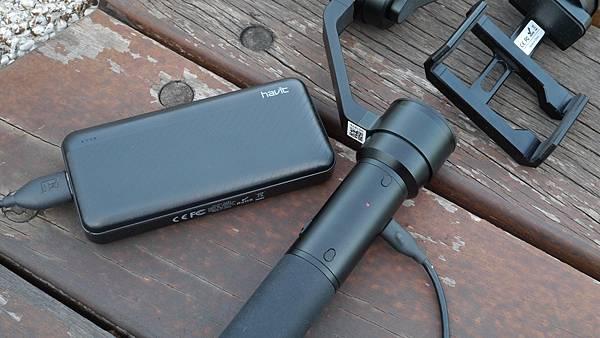 隨時隨充挺輕巧,讓你出門不用擔心電力問題【Havit 海威特】雙USB輸出行動電源H584 - 7