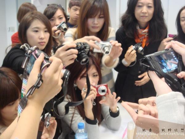 2011蘭蔻瞬白奇蹟持久嫩粉餅6.JPG