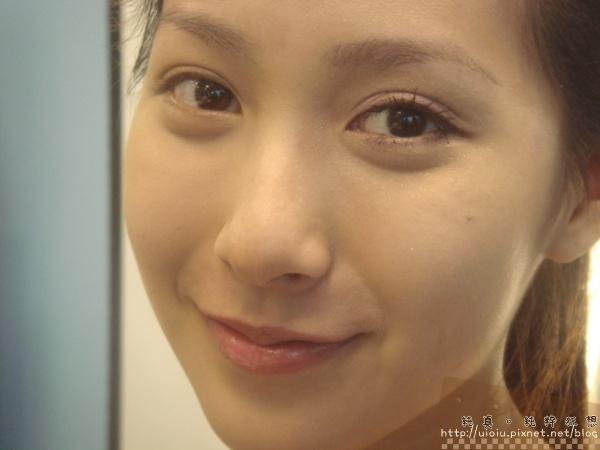 2011蘭蔻瞬白奇蹟持久嫩粉餅28.JPG