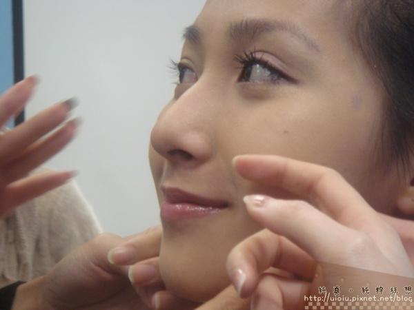 2011蘭蔻瞬白奇蹟持久嫩粉餅30.JPG