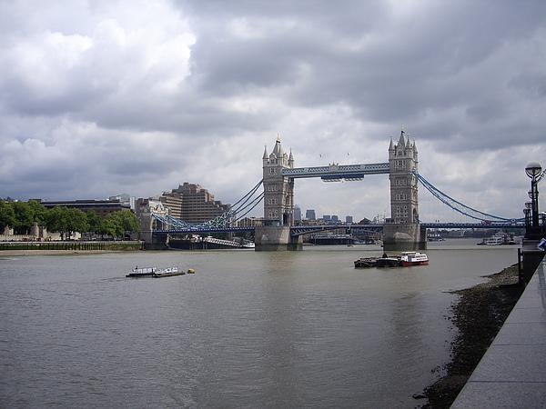 遠眺倫敦塔橋(Tower Bridge)